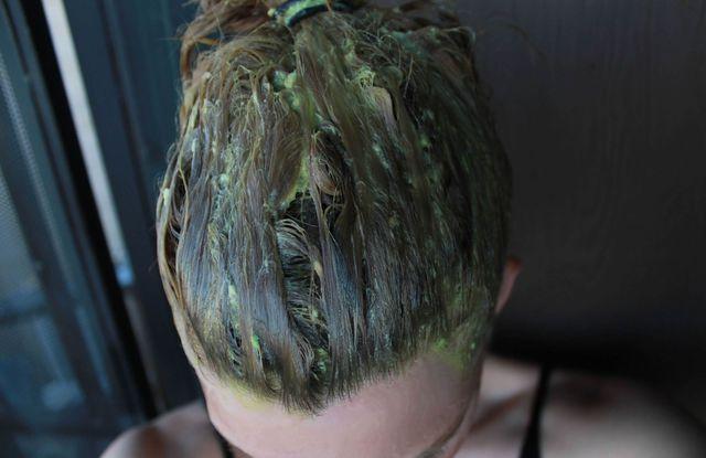 avokado na vlasy