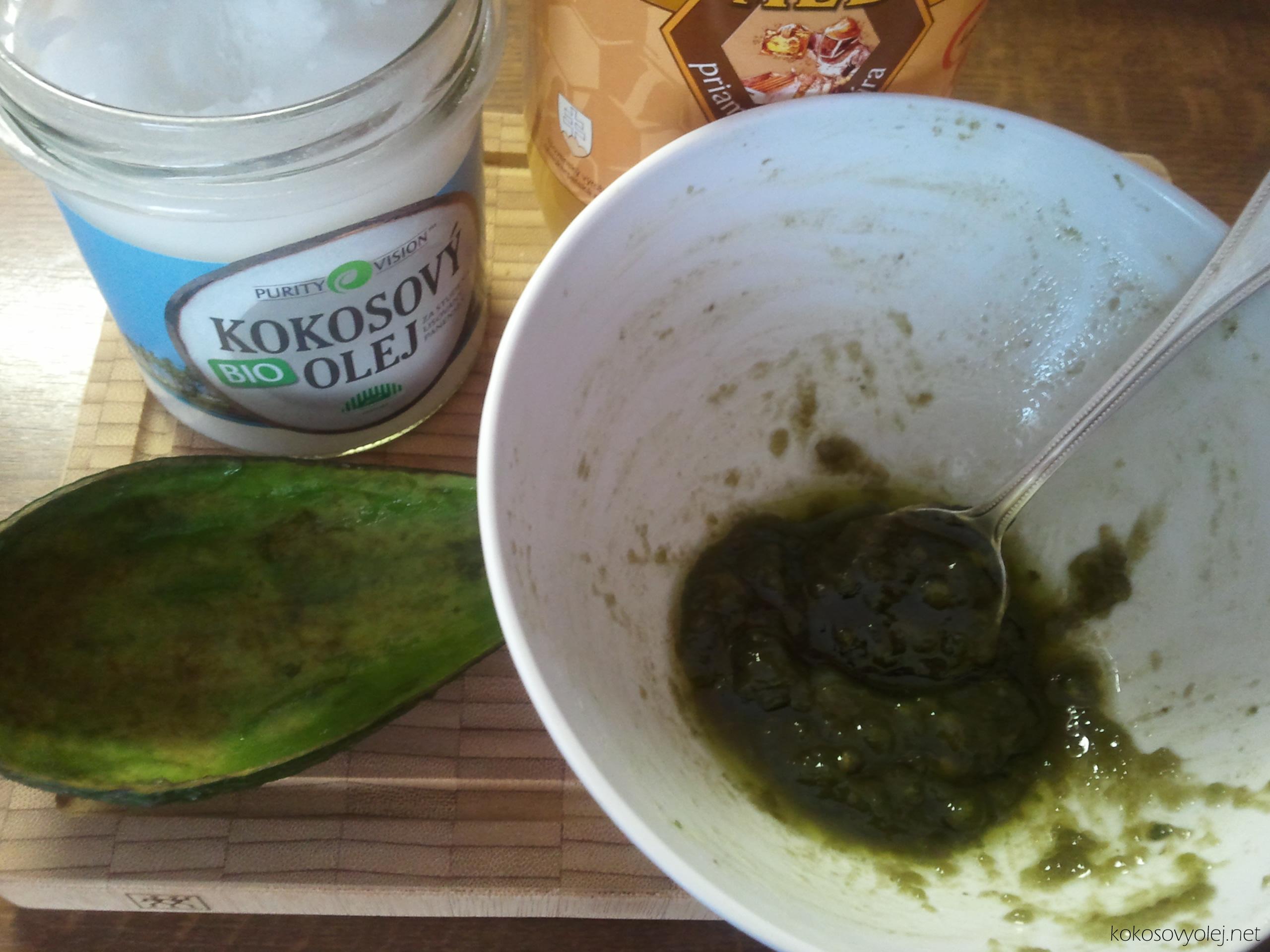 maska z kokosového oleja, avokáda a medu pre obnovenie lesku vlasov