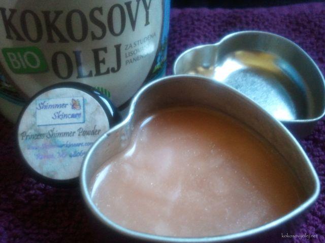 trblietavý kokosový olej na telo a tvár