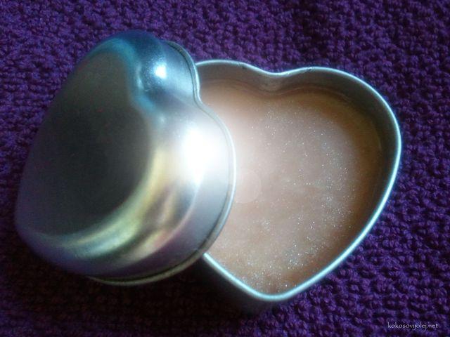 trblietavý telový olej pre hodvábnu a žiarivú pokožku