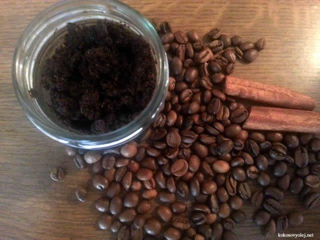 kávový peeling proti celulitíde, pomarančovej koži, jamkám, hrbolčekom