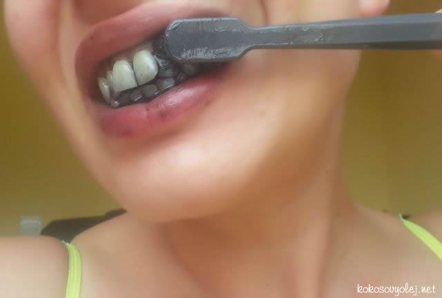 domáce bielenie zubov s aktívnym uhlím