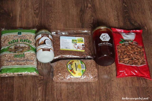 ražné vločky, kokosový olej, pohanka, ľanové semienko, med, mandle