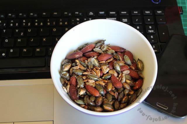 recept na pražené semienka a oriešky plné proteínov a minerálov