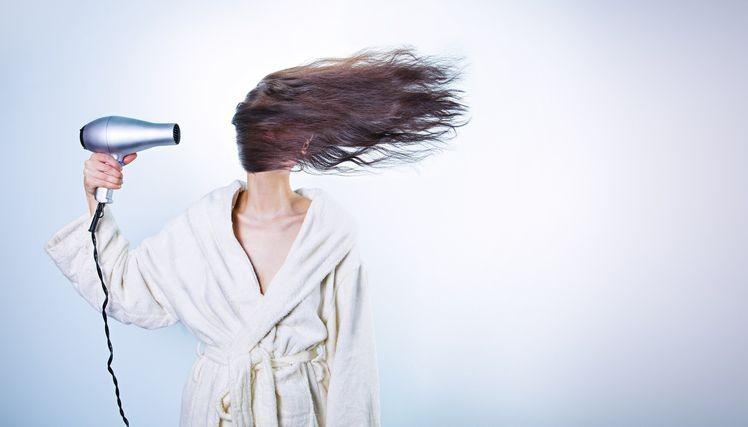 ako na rozstiepene konceky vlasov