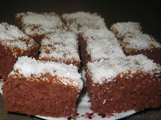 recept na cuketovy kolac s kokosom